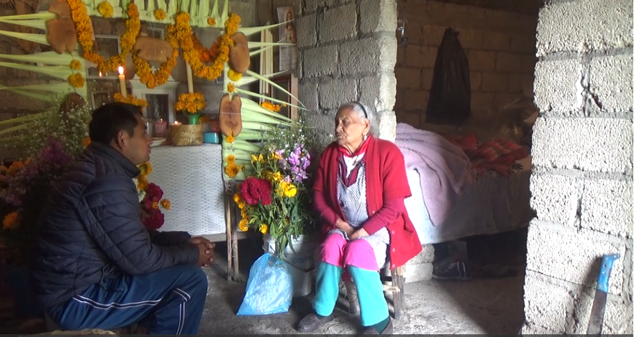 Enrique Palancar's deposit: María Estrada Martínez tells us about the tradition of offering small loaves of sweet bread (chihwini) during the celebration of the Day of the Dead. Acces the video here.